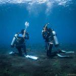 Beginner diver clearing mask underwater in Tulamben, Bali